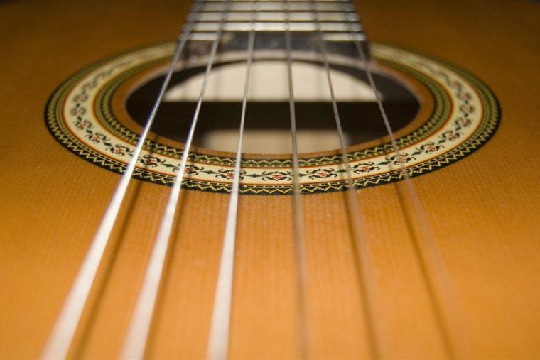 Decouvrez-Aquila-Perla-37C-le-nouveau-jeu-de-cordes-de-guitares-eco-friendly.jpg
